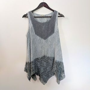 Gimmicks by BKE L Gray multi fabric tank top